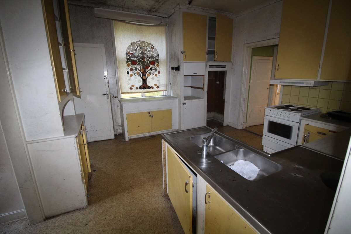 Köket, skadeangrepp på väggar och i tak